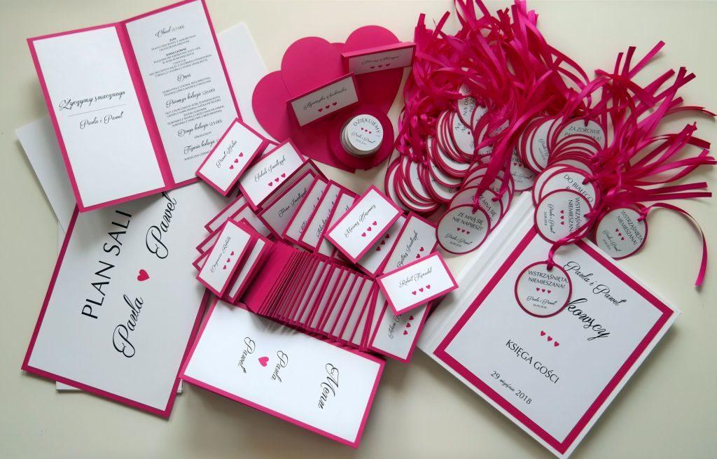 dodatki weselne z motywem różu